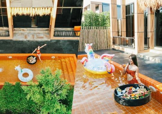 The Pool Villa Resort, บางแสน